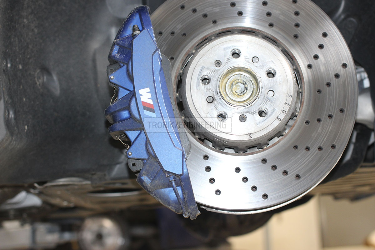 Front caliper and iron rotor BMW M5 F90. Photo 1