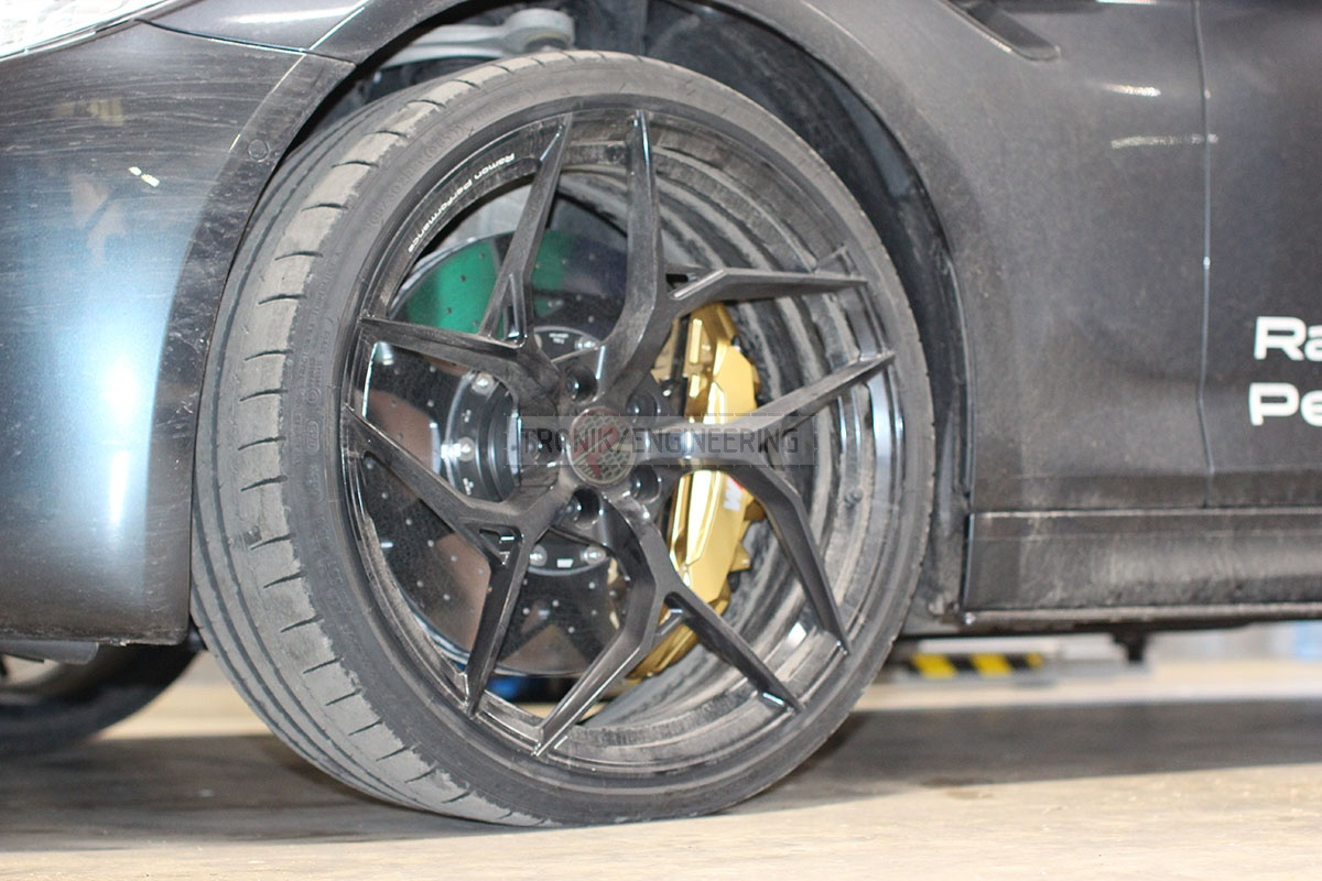 Front carbon-ceramic brakes installed on a BMW M5 F90