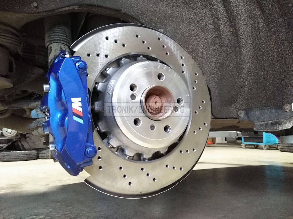 Rear brake rotor 385*24 modified 4-pot Brembo caliper installed on X5/X6