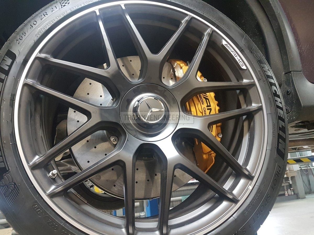 assembled Mercedes Benz GLC63 AMG front axle carbon-ceramic brake system pic2