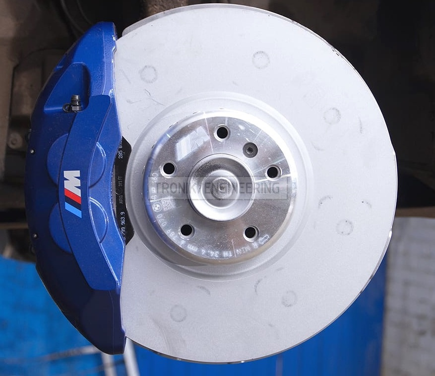 front brake rotor and BMW M-Performance kit caliper