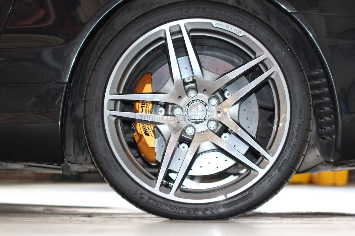rear axel Mercedes AMG carbon-ceramic brake system pic9