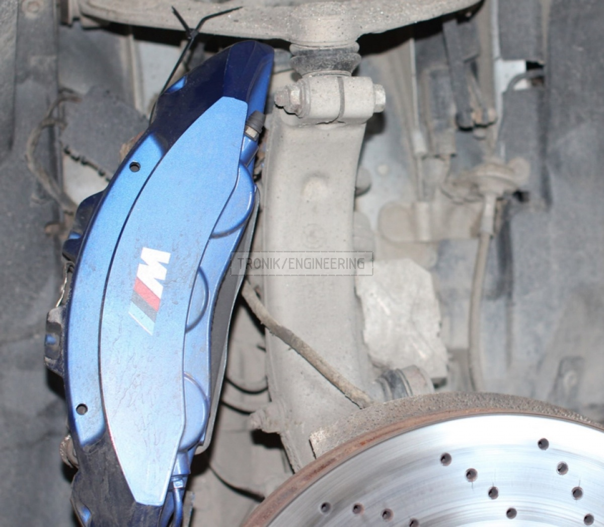 Unscrew radial munting screws & pull out brake pads & suspend caliper on plastic fixture