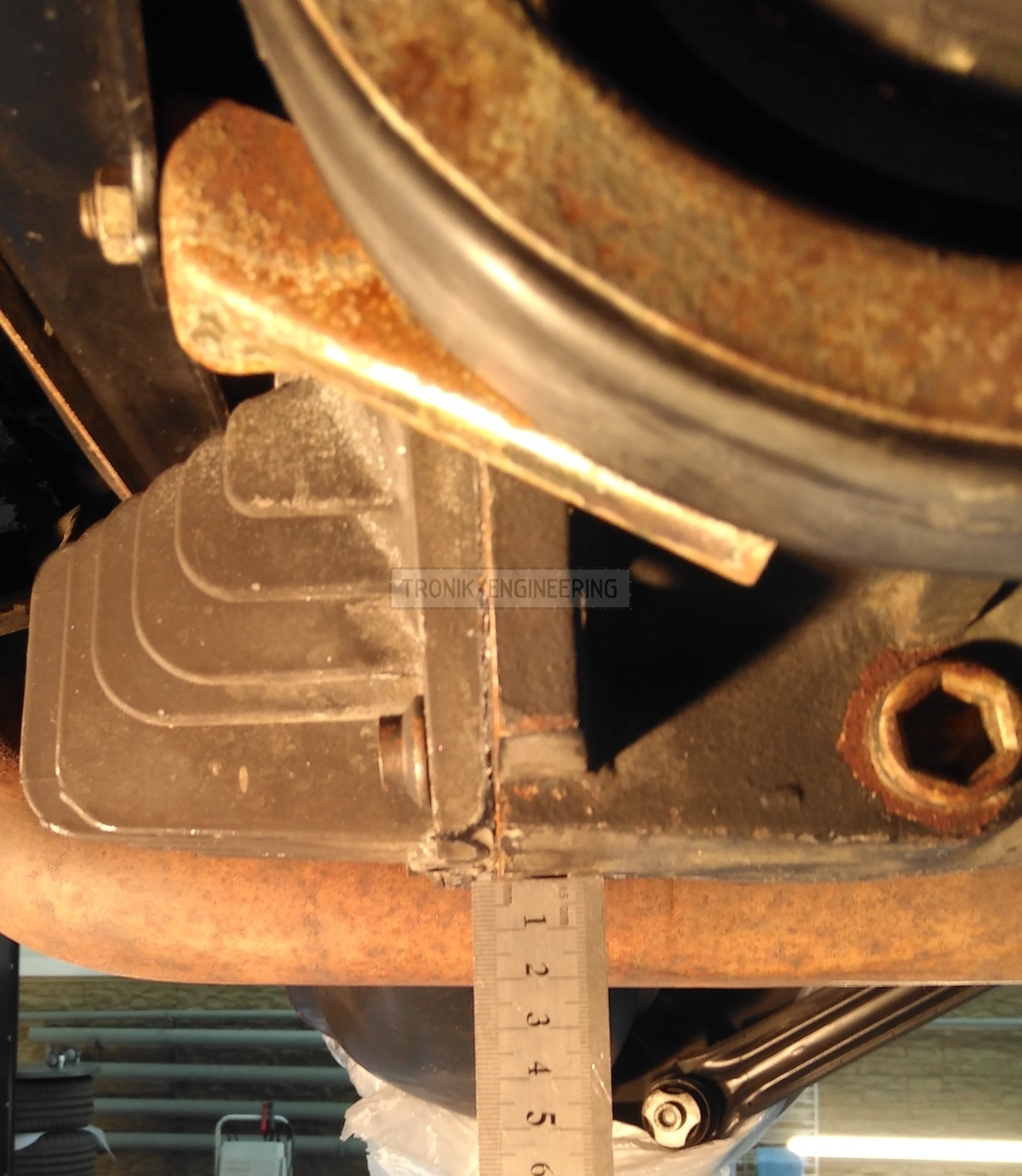 measuring reducer lid dimentions Mercedes Benz W124 E60 AMG Pic3