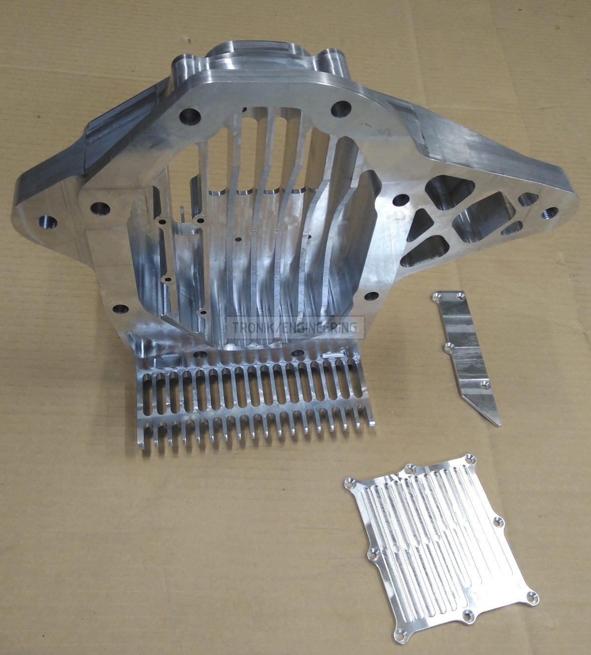 reducer lid & cooling radiator for Quaife lock diff on Mercedes Benz W124 E60 AMG pic2