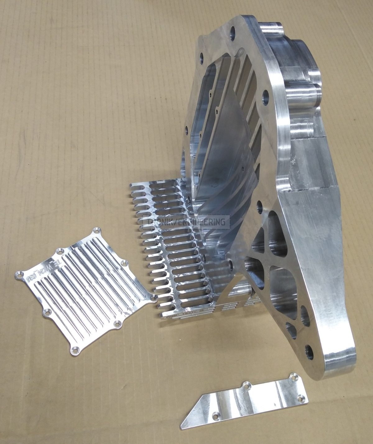 reducer lid & cooling radiator for Quaife lock diff on Mercedes Benz W124 E60 AMG pic3