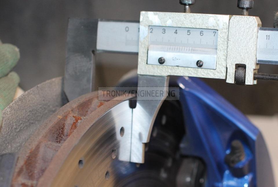 second step changing brake pad multipot caliper