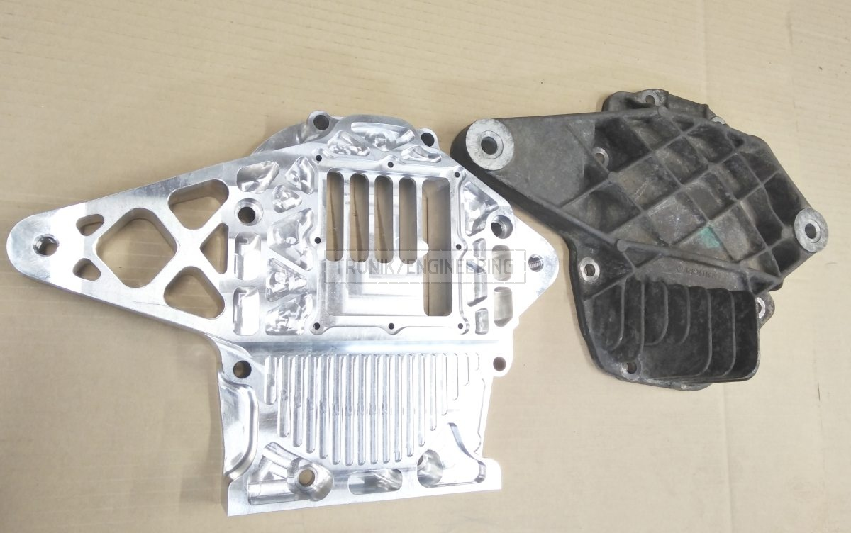 standard and own produced reducer lid comparison for Quaife diff lock on Mercedes Benz W124 E60 AMG pic1