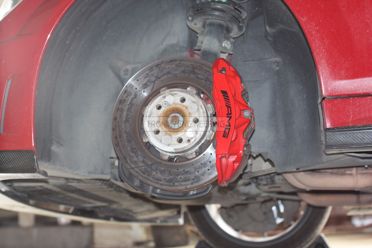 standard front axle brake system C63AMG W204 pic2