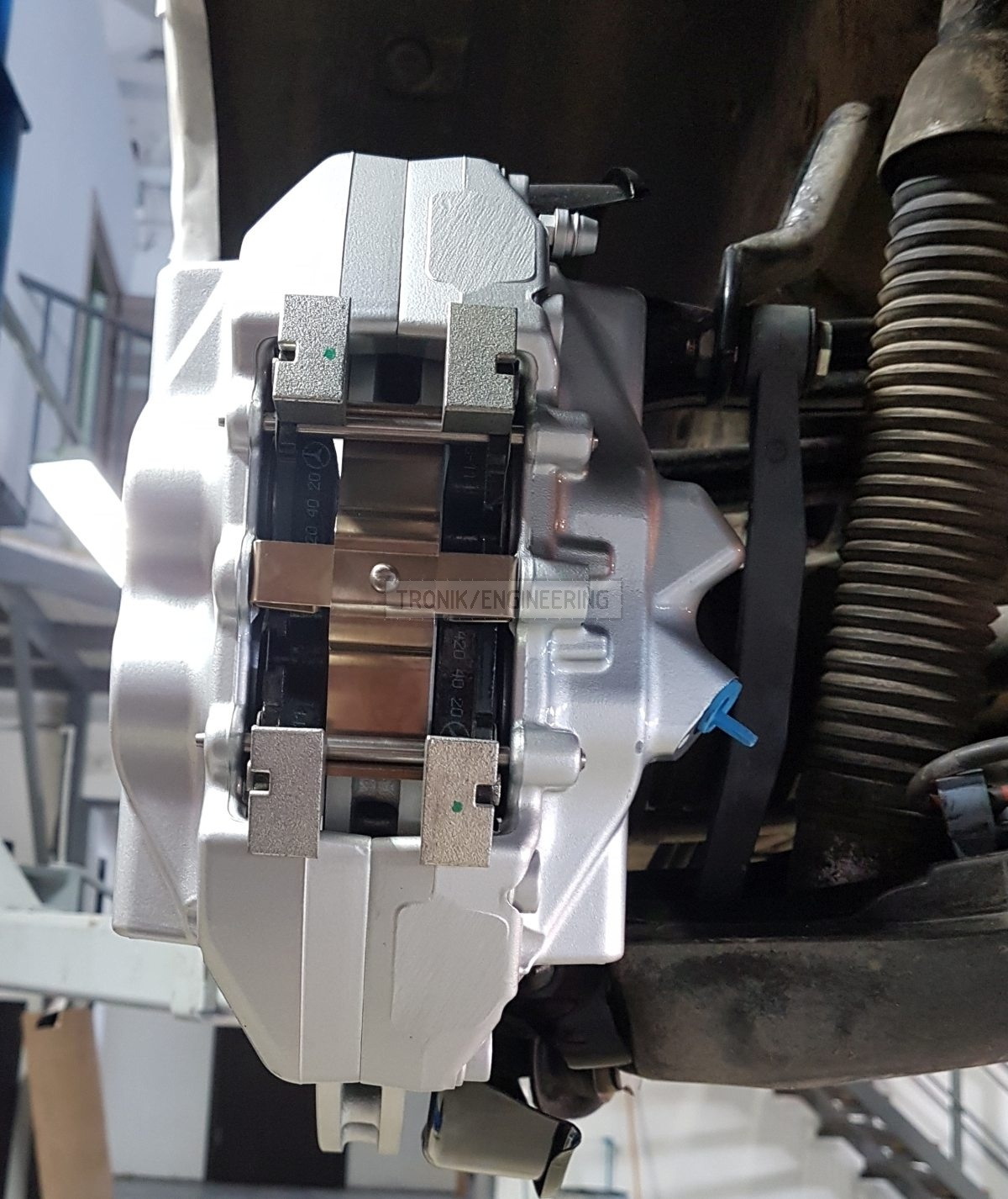 assembled  rear axle brake system pic2