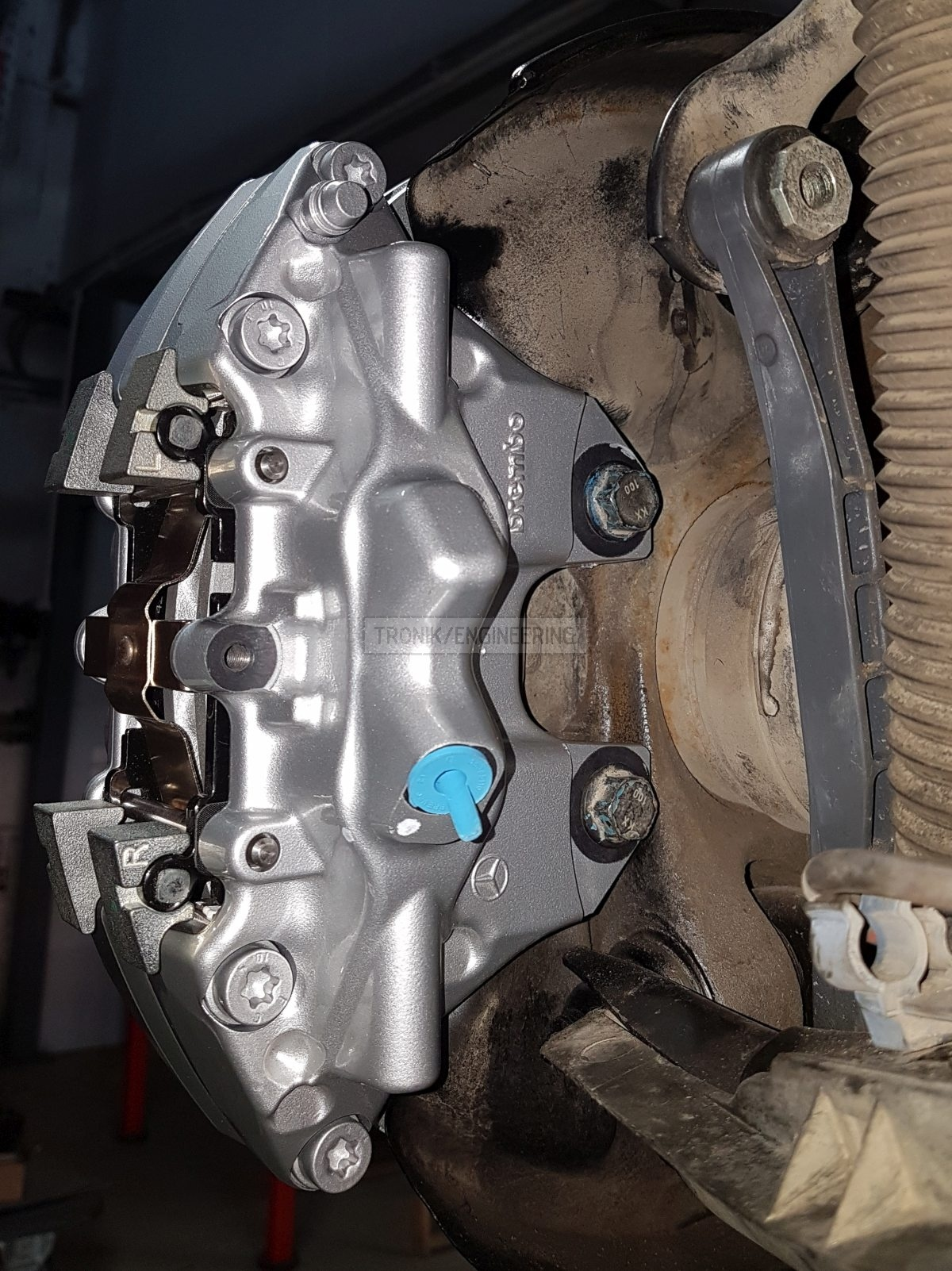 clamping rear caliper to knuckle