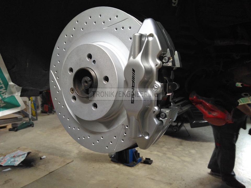 assembled W124 rear axle brake system pic2