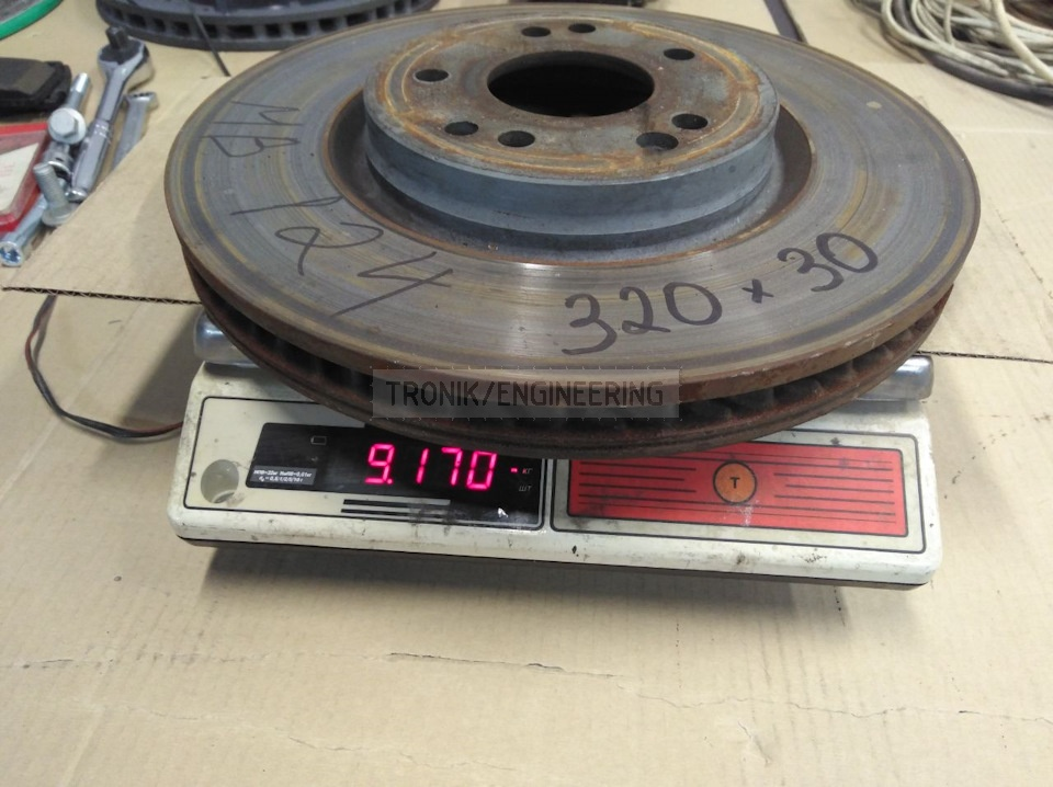 Standard brake rotor 320-30 weighs 9,3 kg