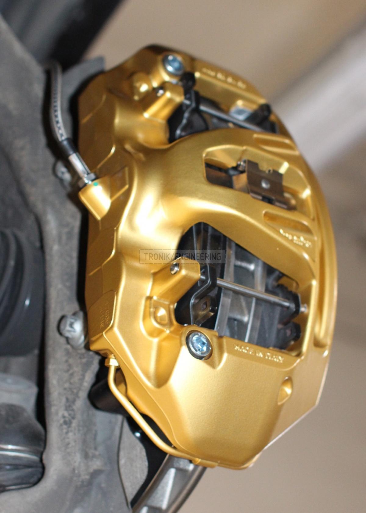 golden Brembo caliper pic1