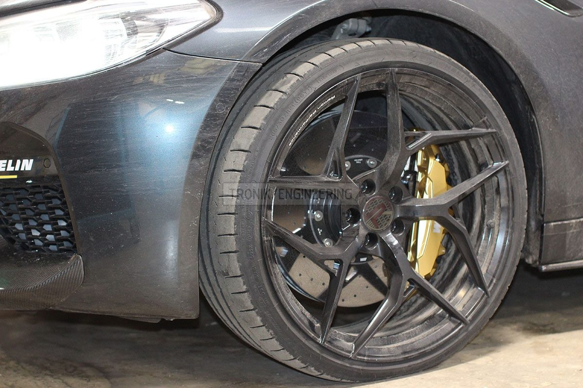 carbon ceramic brake system front axle BMW F90 pic 5