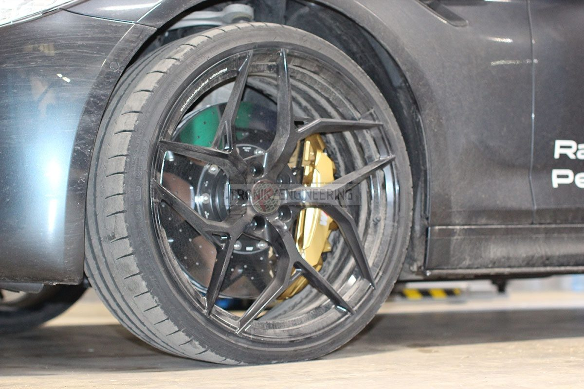 carbon ceramic brake system front axle BMW F90 pic 6